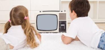 Los niños ven menos tele