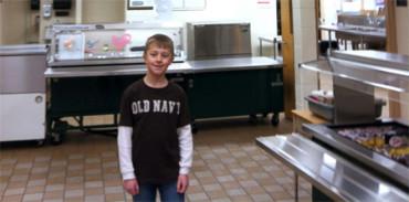 Niño de 8 años recauda fondos para reducir el precio de las comidas escolares