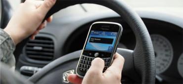 Cuando conduzcas, olvídate de escribir en el móvil