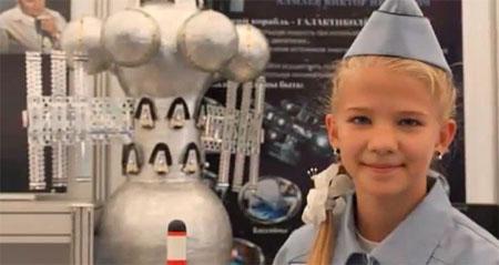 Una niña inventa una nave para llegar a otras galaxias