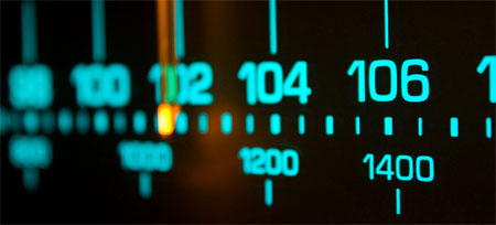 Dos jóvenes crean la primera radio dedicada al emprendimiento