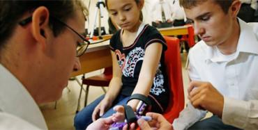 Niña de 9 años tendrá una prótesis de una mano gracias a la impresión 3D