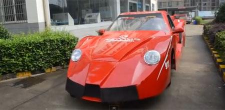 Un coche viejo transformado en un Ferrari gracias a estos estudiantes
