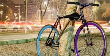 Estudiantes diseñan bici que es su propio candado