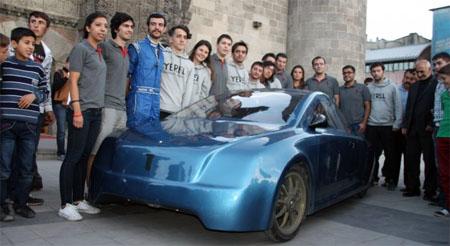 Un vehículo eléctrico creado por estudiantes recorre 2.500 km por 17 dólares