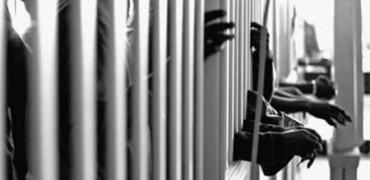 Un condenado a cadena perpetua habla con recién licenciados en su antigua universidad