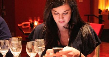 No nos separamos del móvil ni para comer