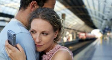 Los jóvenes ven normal controlar a sus parejas