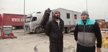 Dos jóvenes rumanos compran una casa para un anciano indigente