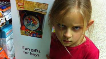 """Una niña consigue que se retire un cartel de un """"regalo para niños"""""""