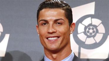 Cristiano Ronaldo se disfraza para sorprender a un niño