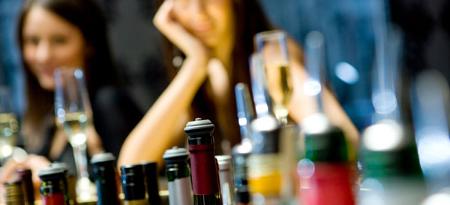 Los jóvenes beben menos pero más compulsivamente