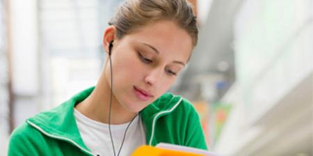 Más de 1.100 millones de jóvenes se arriesgan a sufrir pérdidas de audición