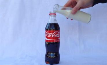 Coca-Cola y leche, mala mezcla
