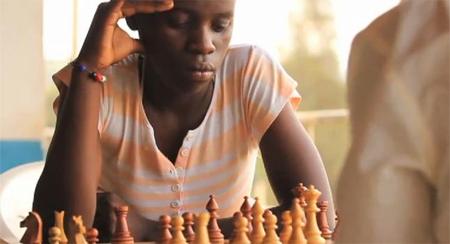 De jugar al ajedrez en los suburbios de Uganda a prodigio mundial
