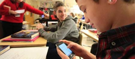 Los estudiantes a los que les prohíben usar el móvil mejoran sus notas