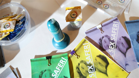 Jóvenes crean un preservativo que cambia de color si detecta enfermedades