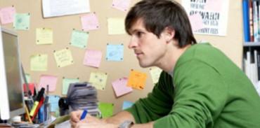 La UE impulsa la creación de 140.000 puestos de prácticas remuneradas para jóvenes