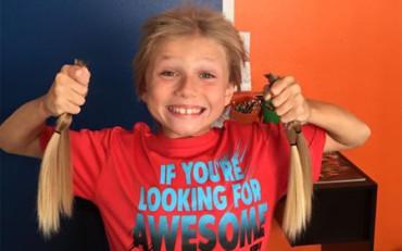 Niño no se corta el pelo durante 2 años para donarlo a niños con cáncer
