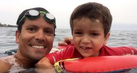 800 km a nado para recaudar fondos para la investigación de la enfermedad de su hijo