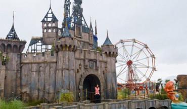 Banksy inaugura Dismaland, un macabro parque temático
