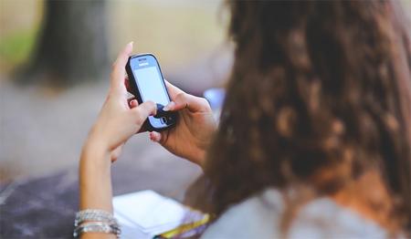Un tercio de los jóvenes no soporta estar sin móvil ni un día