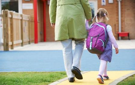 Experto recomienda retrasar la hora de inicio de la escuela