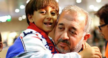 El padre sirio zancadilleado por Petra László encuentra trabajo en España