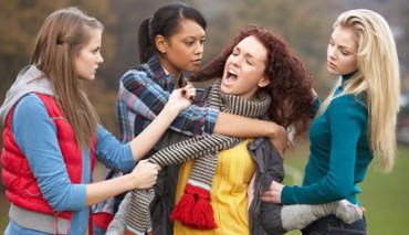 Empezó en discusión entre dos chicas y acabó en batalla campal de 200 jóvenes