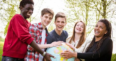 La UE pretende atajar las raíces de la radicalización con más recursos para la inclusión de los jóvenes