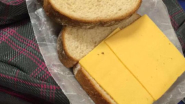 """Un """"sándwich de la vergüenza"""" para los alumnos morosos"""