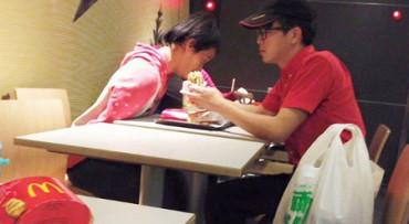 El gesto de este joven empleado del McDonald's te conmoverá