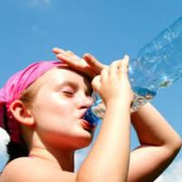 7 de cada 10 españoles bebe menos agua de lo recomendado