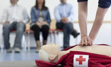 Niña salva la vida de su abuelo dándole masajes cardíacos