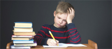 La mitad de los padres considera que los deberes afectan negativamente a los hijos