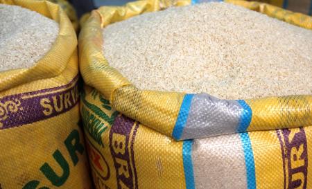 21 alumnos pagan con arroz la universidad en Bangkok