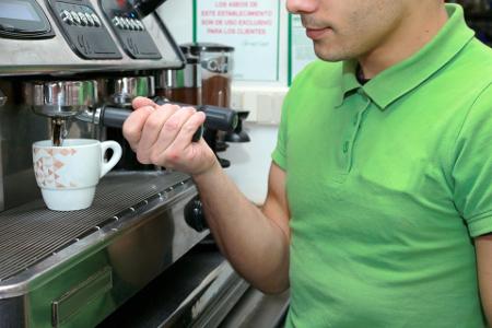 La tasa de trabajadores jóvenes y pobres en España se sitúa cerca del 20%