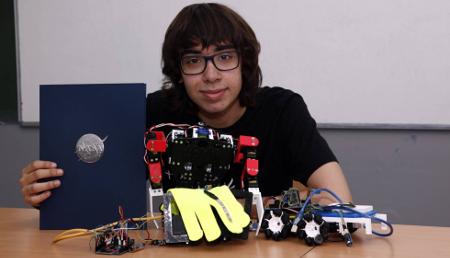 La NASA premia a un adolescente por su robot ideado para explorar Marte