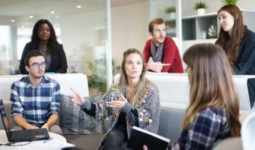 El 64% de los jóvenes no trabajaría en su primer empleo por menos de 20.000 euros anuales