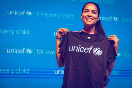 Unicef ficha a la youtuber 'Superwoman' como su embajadora