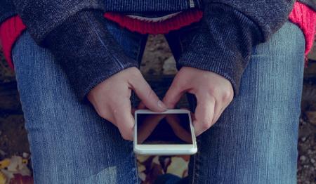 Los jóvenes que abusan del móvil son más infelices
