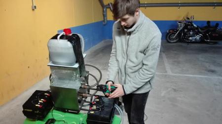 Estudiante de bachillerato crea un motor que funciona con purines