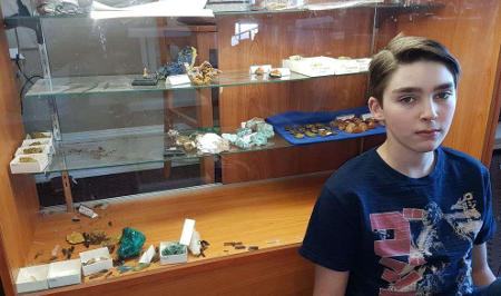 Aficionados a los minerales ayudan a joven a reabrir su museo