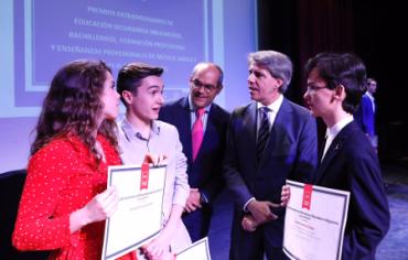 Un estudiante sorprende con su discurso en los Premios Extraordinarios de Educación