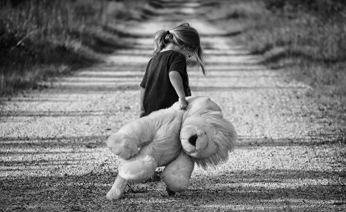 37 niños son víctimas de malos tratos en el ámbito familiar cada día en España
