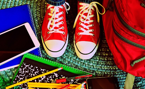 El 59% de los jóvenes españoles estudia con el móvil en la mesa