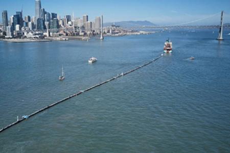 Joven pone en marcha un gran operativo para limpiar el Pacífico de plásticos
