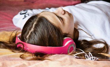La mitad de los jóvenes puede perder audición por abusar de los auriculares
