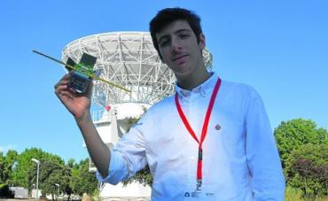 Un adolescente gaditano fabrica el satélite más pequeño hecho en España