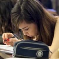 Se amplía la brecha entre los jóvenes que estudian y los que no